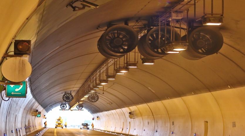 Servisní práce v tunelové troubě